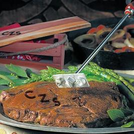 Ilman grillimestarin nimikirjaimia pihvi on naku.